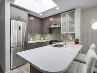 """Photo 3: 401 688 E 16TH Avenue in Vancouver: Fraser VE Condo for sale in """"VINTAGE EASTSIDE"""" (Vancouver East)  : MLS®# R2223422"""