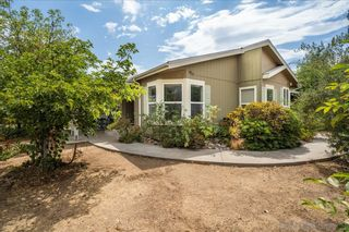 Photo 12: RAMONA House for sale : 3 bedrooms : 532 Pile St