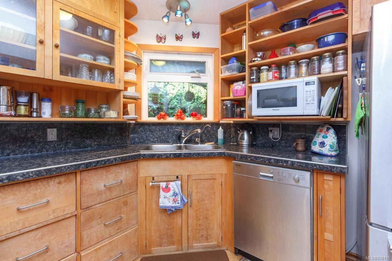 Photo 19: Photos: 1542 Westall Ave in : Vi Oaklands House for sale (Victoria)  : MLS®# 858195