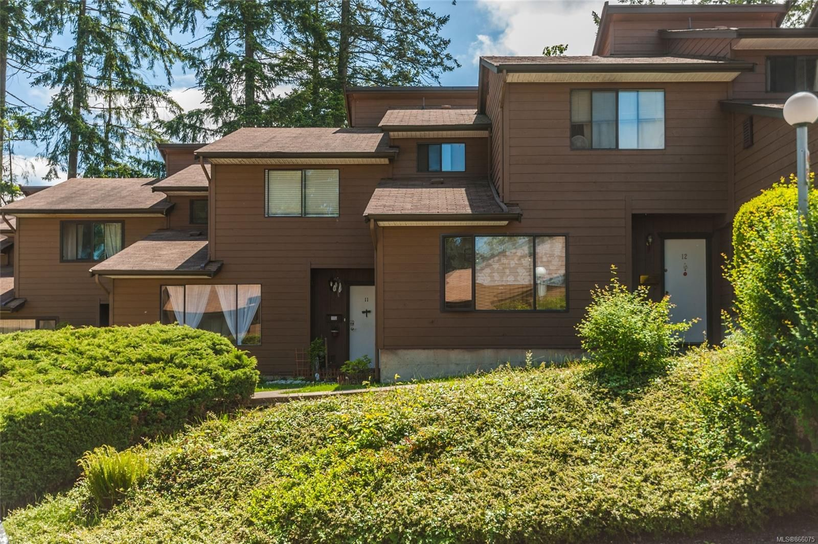 Main Photo: 11 855 Howard Ave in : Na South Nanaimo Row/Townhouse for sale (Nanaimo)  : MLS®# 866075