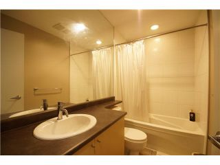 """Photo 8: 303 39 SIXTH Street in New Westminster: Downtown NW Condo for sale in """"Quantum By Bosa"""" : MLS®# V1135585"""