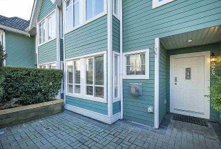 Photo 2: 275 E 5TH STREET in North Vancouver: Lower Lonsdale Townhouse for sale : MLS®# R2332474