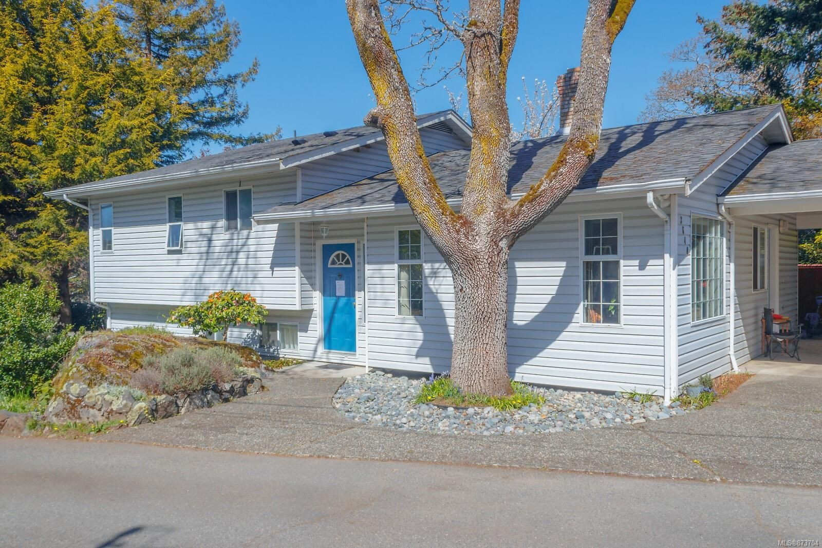 Main Photo: 3640 CRAIGMILLAR Ave in : SE Maplewood House for sale (Saanich East)  : MLS®# 873704