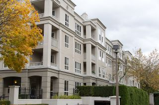 "Photo 1: 212 3098 GUILDFORD Way in Coquitlam: North Coquitlam Condo for sale in ""MARLBOROUGH HOUSE"" : MLS®# R2225808"