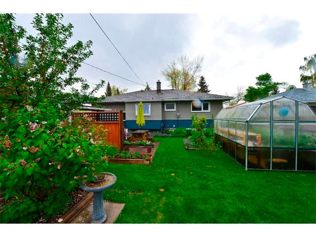 Photo 21: Photos: 5919 THORNTON Road NW in Calgary: Thorncliffe House for sale : MLS®# C4015197