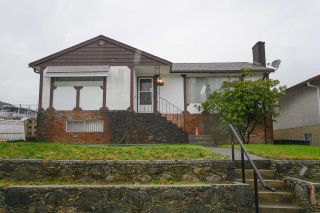 Photo 1: 5611 COLLEGE Street in Vancouver: Collingwood VE House for sale (Vancouver East)  : MLS®# R2236427