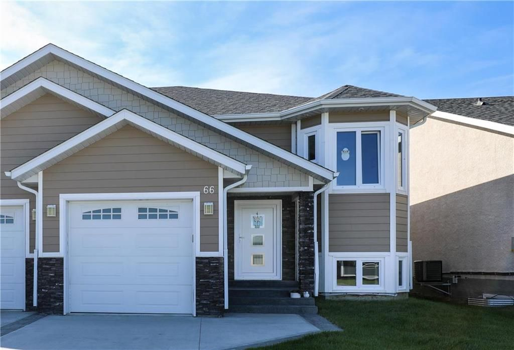 Main Photo: 66 Parkhill Crescent in Steinbach: R16 Residential for sale : MLS®# 202123695