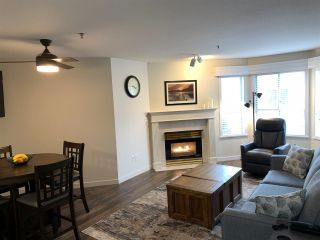"""Photo 3: 208 5955 177B Street in Surrey: Cloverdale BC Condo for sale in """"Windsor Place"""" (Cloverdale)  : MLS®# R2538115"""