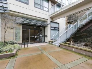 """Photo 2: 1001 1068 W BROADWAY in Vancouver: Fairview VW Condo for sale in """"The Zone"""" (Vancouver West)  : MLS®# R2148292"""