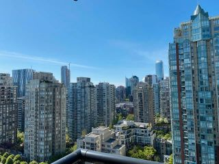 """Photo 7: 2402 977 MAINLAND Street in Vancouver: Yaletown Condo for sale in """"YALETOWN PARK 3"""" (Vancouver West)  : MLS®# R2579028"""