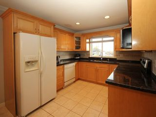 Photo 7: A 1042 CHARLAND Avenue in Coquitlam: Central Coquitlam 1/2 Duplex for sale : MLS®# R2257385