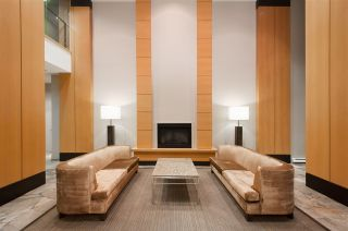 """Photo 16: 2208 928 HOMER Street in Vancouver: Yaletown Condo for sale in """"Yaletown Park"""" (Vancouver West)  : MLS®# R2373790"""