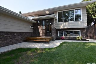 Photo 2: 150 Willoughby Crescent in Saskatoon: Wildwood Residential for sale : MLS®# SK863866