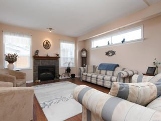Photo 2: 2 7570 Tetayut Rd in : CS Hawthorne Manufactured Home for sale (Central Saanich)  : MLS®# 870811