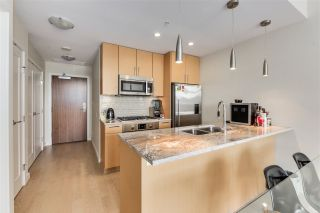 """Photo 6: 703 38 W 1ST Avenue in Vancouver: False Creek Condo for sale in """"THE ONE BY PINNACLE"""" (Vancouver West)  : MLS®# R2091565"""