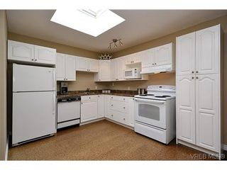 Photo 12: 404 505 Cook St in VICTORIA: Vi Fairfield West Condo for sale (Victoria)  : MLS®# 604595