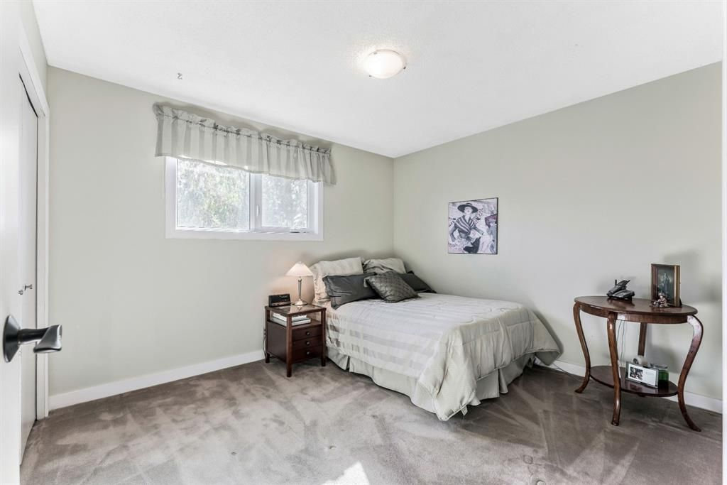 Photo 32: Photos: 84 WOODBROOK Close SW in Calgary: Woodbine Detached for sale : MLS®# A1037845