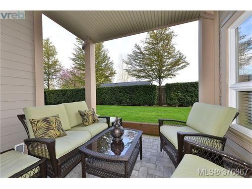 Main Photo: 101 1156 Colville Rd in VICTORIA: Es Gorge Vale Condo for sale (Esquimalt)  : MLS®# 756585