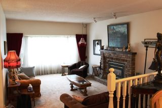 Photo 5: 14448 19A Ave in The Glens: Home for sale : MLS®# R2049963