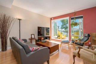 """Photo 4: 1930 E KENT AVENUE SOUTH in Vancouver: South Marine Townhouse for sale in """"Harbour House"""" (Vancouver East)  : MLS®# R2380721"""