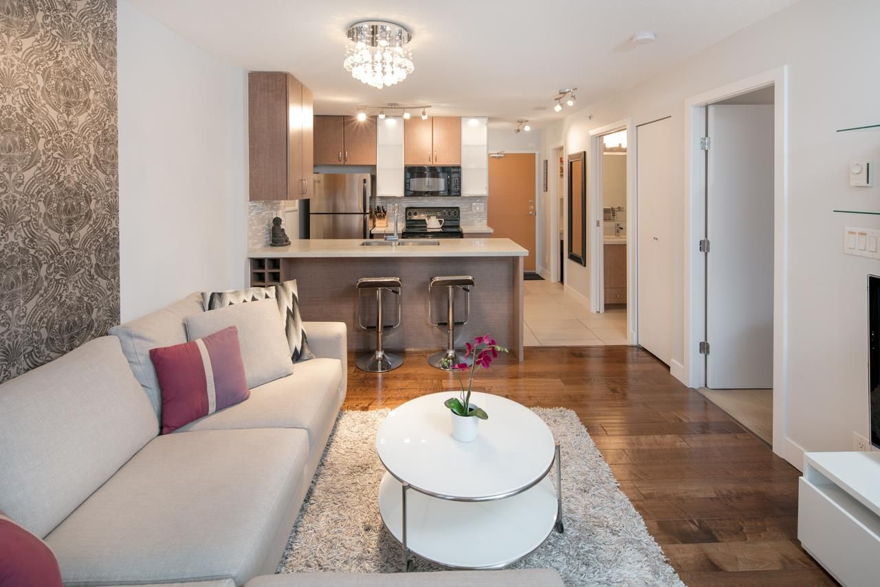 New Quartz counters, new lighting, wood floors, undermount sinks, new faucets, stylish accent wallpaper & paint. Furniture INCLUDED.