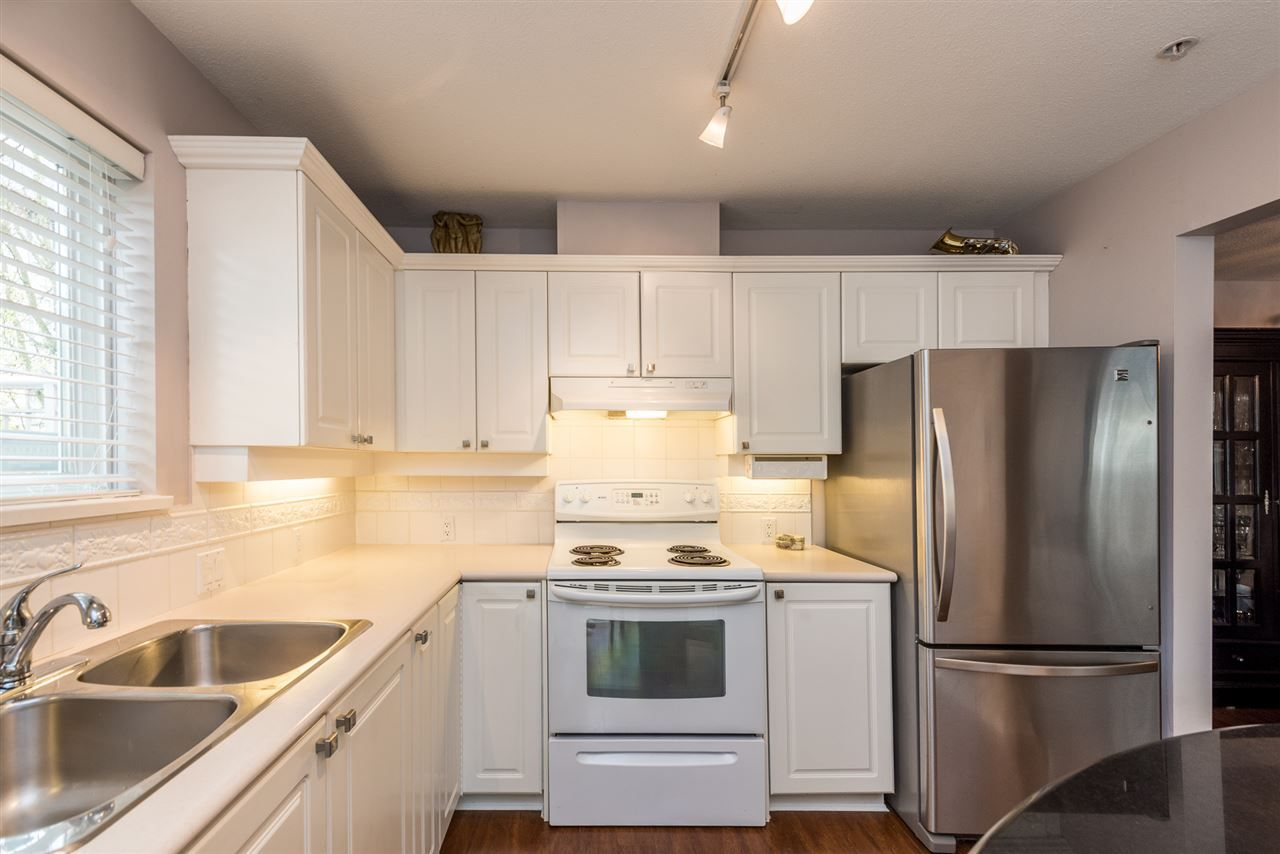 """Photo 8: Photos: 101 130 W 22 Street in North Vancouver: Central Lonsdale Condo for sale in """"THE EMERALD"""" : MLS®# R2159416"""