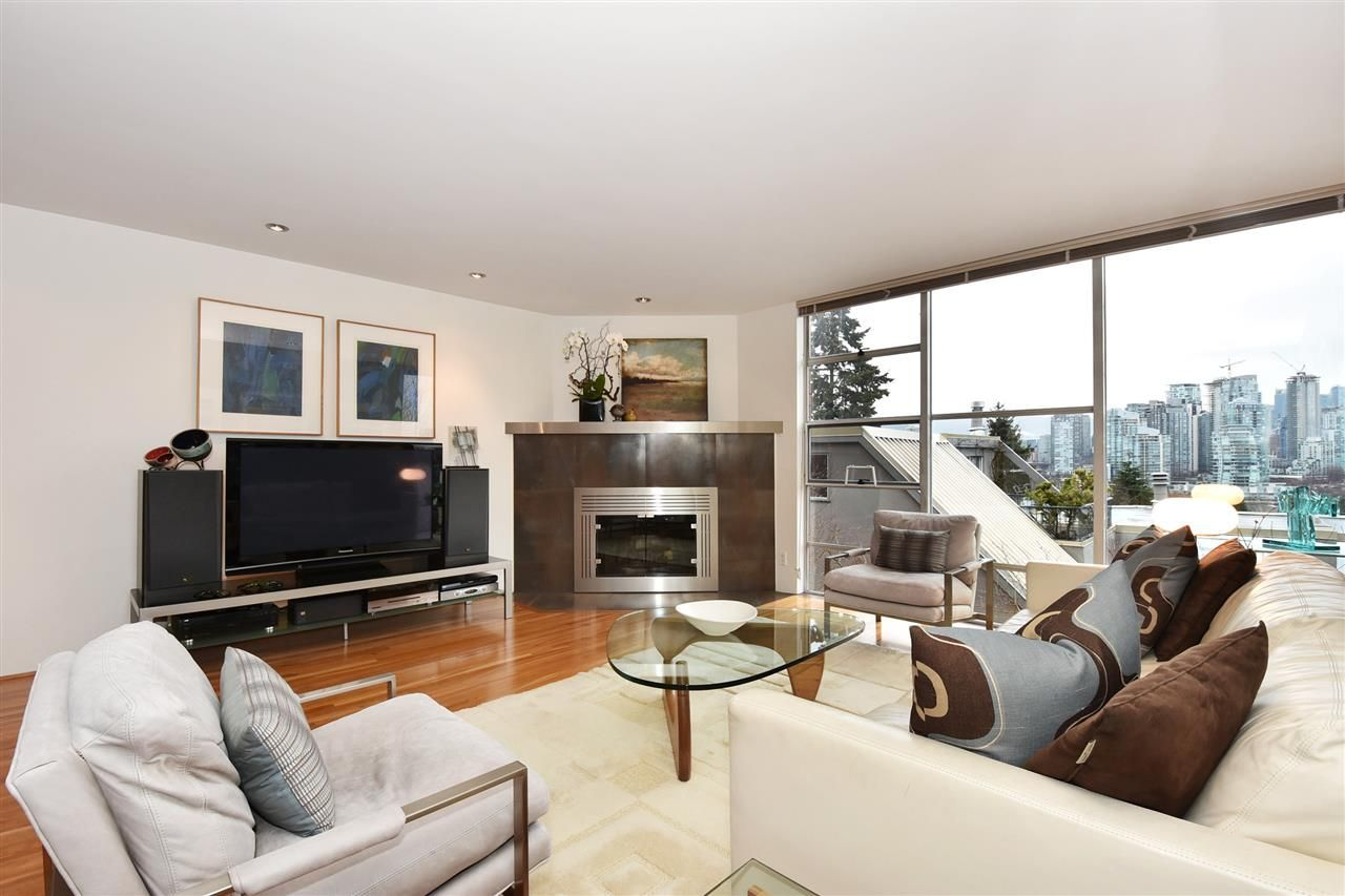 """Photo 3: Photos: 2311 OAK Street in Vancouver: Fairview VW Townhouse for sale in """"OAKVIEW TERRACE"""" (Vancouver West)  : MLS®# R2151089"""