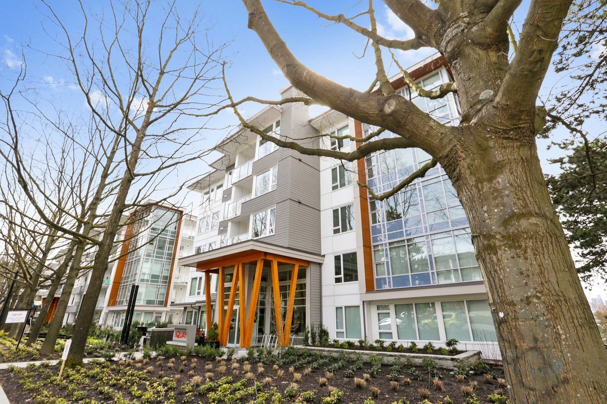 """Main Photo: 313 277 W 1 Street in North Vancouver: Lower Lonsdale Condo for sale in """"West Quay"""" : MLS®# R2252206"""