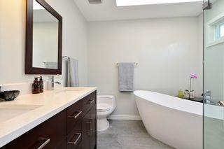 Photo 26: 1933 SOUTHMERE CRESCENT in South Surrey White Rock: Home for sale : MLS®# r2207161