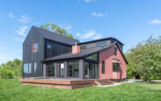 Photo 1: 20521 17 Street in Edmonton: Zone 51 House for sale : MLS®# E4253542