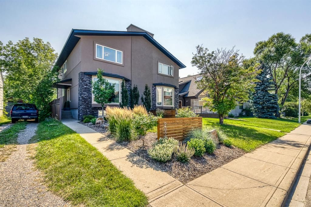 Main Photo: 202 19 Street NW in Calgary: West Hillhurst Semi Detached for sale : MLS®# A1129598