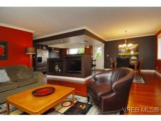 Photo 1: 4042 Hessington Place in VICTORIA: SE Arbutus House for sale (Saanich East)  : MLS®# 532222