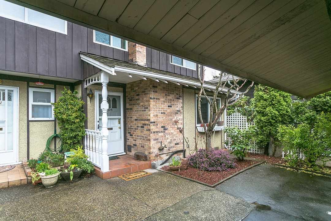 "Main Photo: 1008 555 W 28TH Street in North Vancouver: Upper Lonsdale Townhouse for sale in ""CEDARBROOKE"" : MLS®# R2156319"