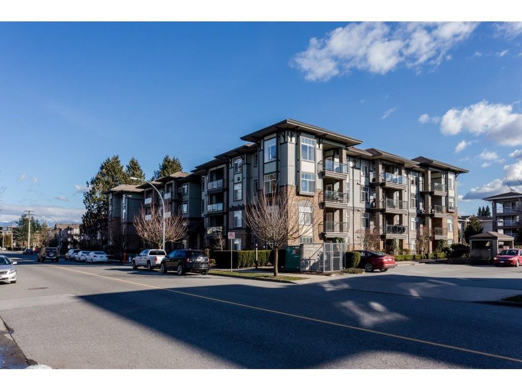 Main Photo: 303 33338 MAYFAIR AVENUE in : Central Abbotsford Condo for sale : MLS®# R2245652
