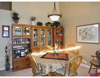 """Photo 6: 107 9012 WALNUT GROVE Drive in Langley: Walnut Grove Townhouse for sale in """"QUEEN ANNE GREEN"""" : MLS®# F2729311"""