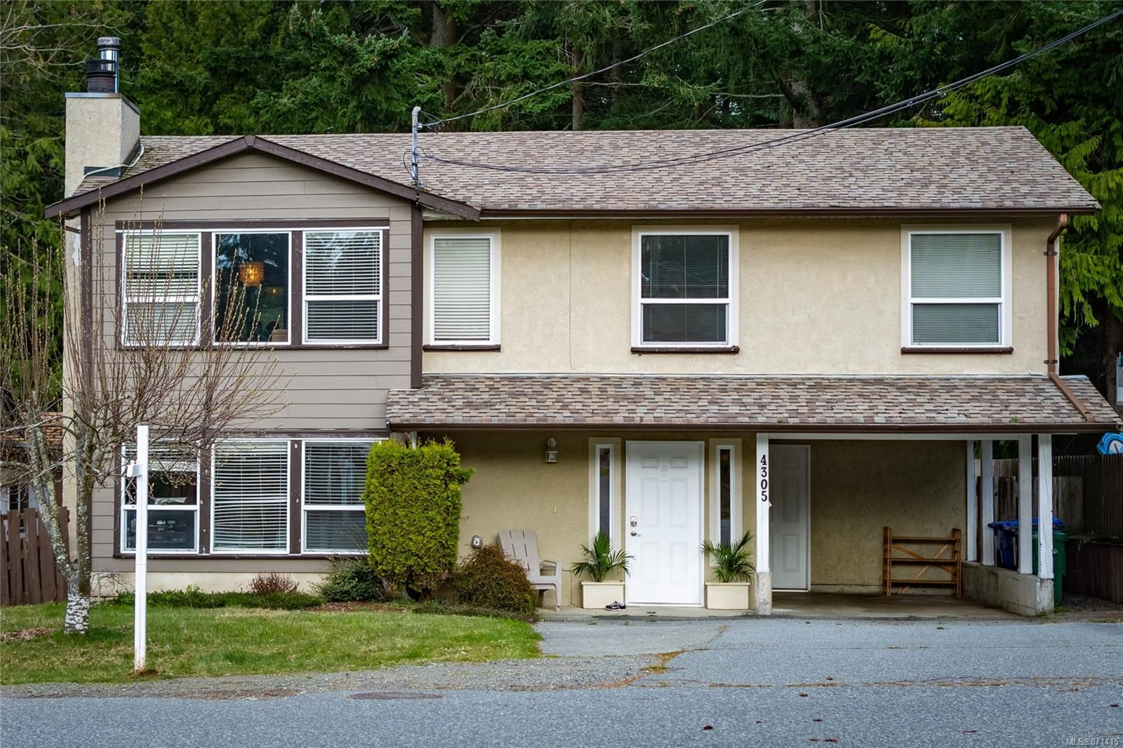 Main Photo: 4305 Butternut Dr in : Na Uplands House for sale (Nanaimo)  : MLS®# 871415