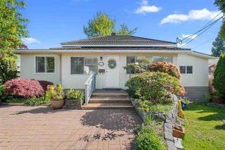Main Photo: 461 LYON Place in North Vancouver: Central Lonsdale House for sale : MLS®# R2593970