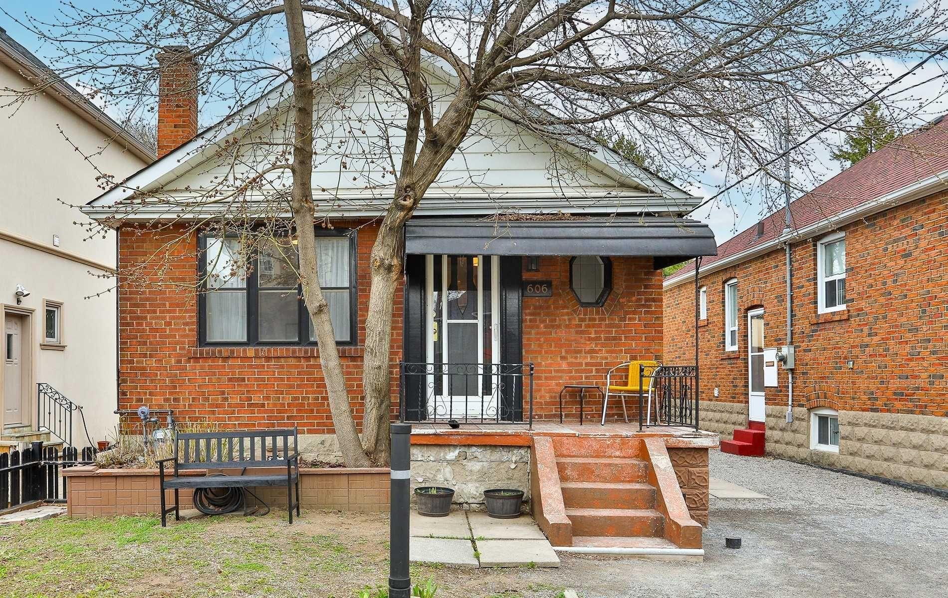 Main Photo: 606 Mortimer Avenue in Toronto: Danforth Village-East York House (Bungalow) for sale (Toronto E03)  : MLS®# E5191733