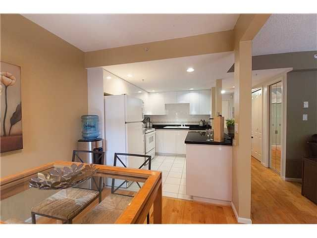"""Photo 6: Photos: 105 867 HAMILTON Street in Vancouver: Downtown VW Townhouse for sale in """"JARDINES LOOKOUT"""" (Vancouver West)  : MLS®# V832897"""