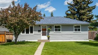 Photo 1: 6364 32 Avenue NW in Calgary: Bowness Detached for sale : MLS®# C4301568