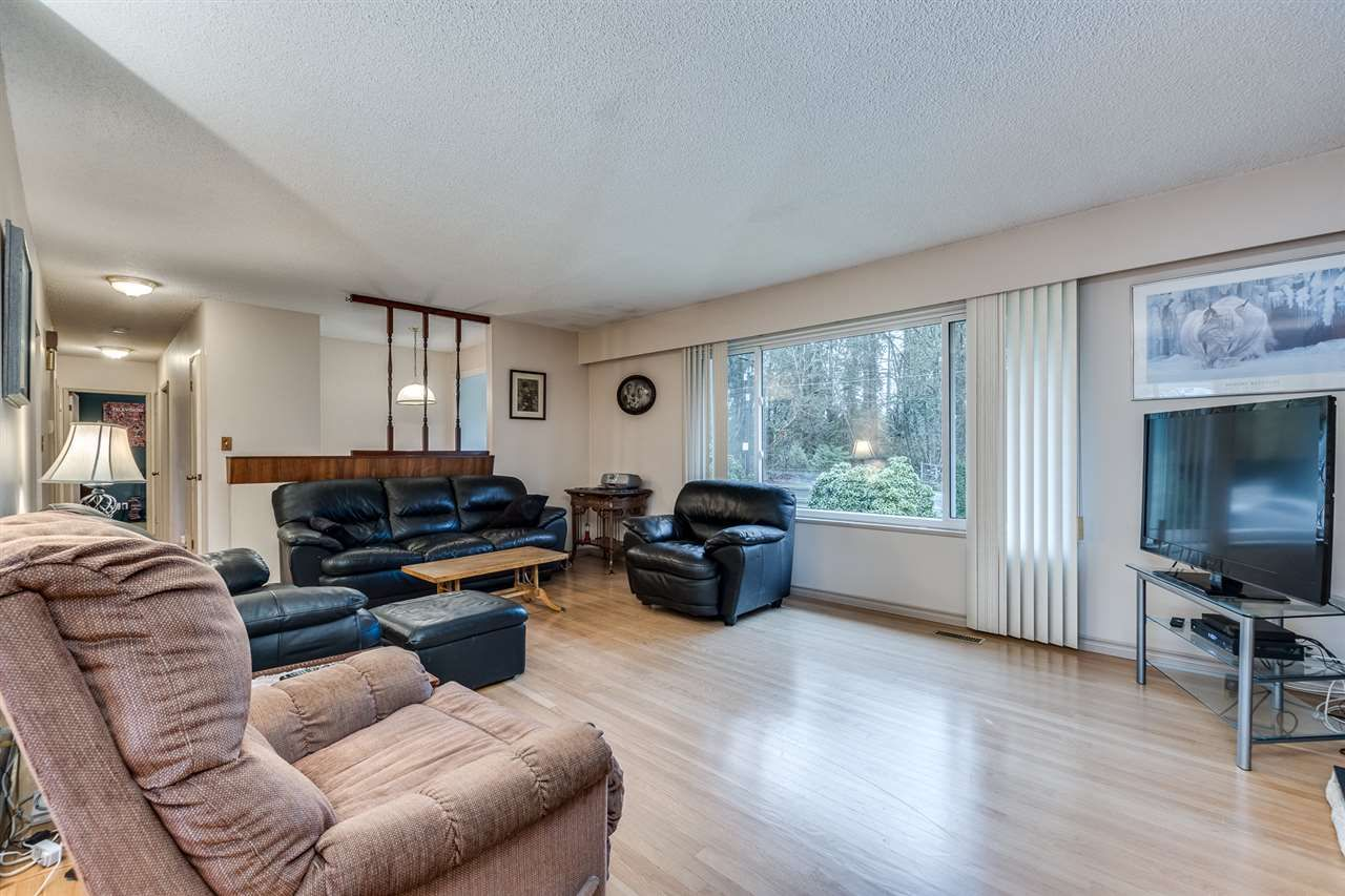 Photo 7: Photos: 3655 COAST MERIDIAN Road in Port Coquitlam: Glenwood PQ House for sale : MLS®# R2528909