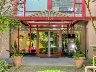 """Photo 2: 601 2108 W 38TH Avenue in Vancouver: Kerrisdale Condo for sale in """"THE WILSHIRE"""" (Vancouver West)  : MLS®# R2577338"""