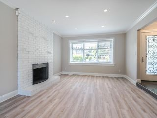 """Photo 4: 8740 213 Street in Langley: Walnut Grove House for sale in """"Forest Hills"""" : MLS®# R2595638"""