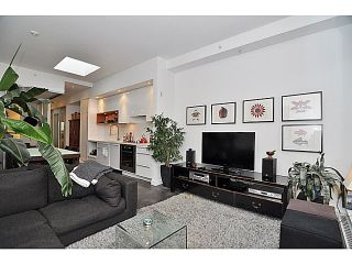 Photo 1: 606 256 2nd Avenue in Vancouver: Mount Pleasant VE Condo for sale (Vancouver East)  : MLS®# V1032140