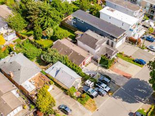 """Photo 33: 850 PARKER Street: White Rock House for sale in """"EAST BEACH"""" (South Surrey White Rock)  : MLS®# R2587340"""