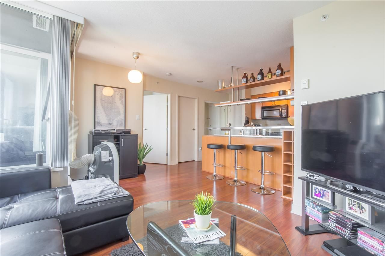 "Photo 6: Photos: 2507 1438 RICHARDS Street in Vancouver: Yaletown Condo for sale in ""AZURA ONE"" (Vancouver West)  : MLS®# R2394996"