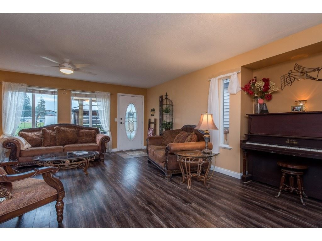 "Photo 13: Photos: 9 45306 BALMORAL Avenue in Sardis: Sardis West Vedder Rd House for sale in ""BALMORAL PARK ESTATES"" : MLS®# R2518450"