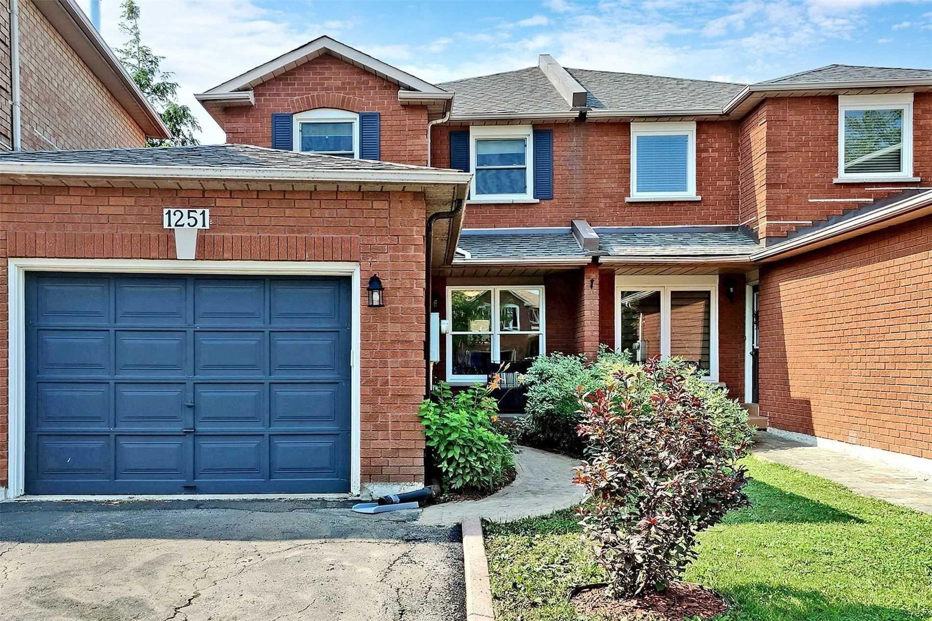 Main Photo: 1251 Blackburn Drive in Oakville: Glen Abbey House (2-Storey) for lease : MLS®# W5356035