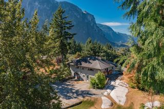 """Photo 2: 38287 VISTA Crescent in Squamish: Hospital Hill House for sale in """"Hospital Hill"""" : MLS®# R2618571"""