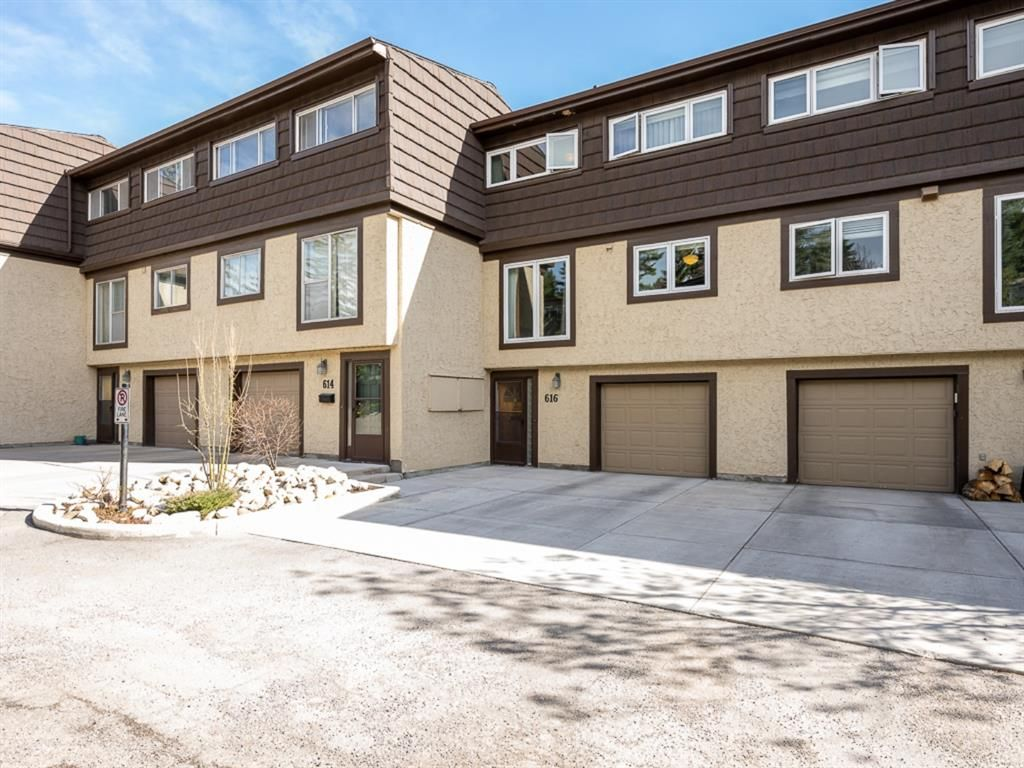Main Photo: 616 3130 66 Avenue SW in Calgary: Lakeview Row/Townhouse for sale : MLS®# A1106469